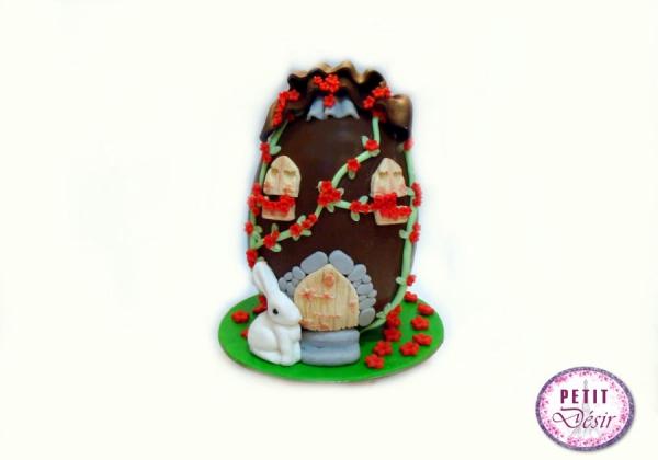 Σοκολατένιο αυγό σπίτι με λαγουδάκι